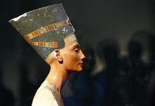 <p>Foto de archivo del busto de la emperatriz Nefertiti en el Museo Neues de Berlín. Oct 17, 2009. REUTERS/Fabrizio Bensch</p>