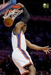 """<p>Амаре Стаудемайр из """"Нью-Йорка"""" забрасывает мяч в кольцо, 17 января 2011 года. Амаре Стаудемайр набрал 30 очков и помог """"Нью-Йорку"""" прервать серию из шести поражений в регулярном чемпионате НБА победой над """"Вашингтоном"""" со счетом 115-106. REUTERS/Ray Stubblebine</p>"""