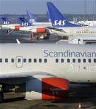 <p>Самолеты Scandinavian Airlines в аэропорту Стокгольма 3 февраля 2009 года. Рейсы Scandinavian Airlines отправлялись с опозданием в четверг из-за проблем в компьютерной системе авиакомпании. REUTERS/Johan Nilsson/SCANPIX</p>