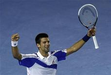 <p>Novak Djokovic comemora vitória sobre Andy Murray na final do Aberto da Austrália. REUTERS/Mick Tsikas</p>