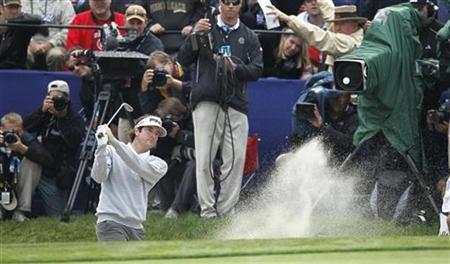 Bubba Watson hits from the sand onto the 18th green in final round play on Torrey Pines South course during the Farmers Insurance Open PGA golf tournament in San Diego, California January 30, 2011. REUTERS/Mike Blake