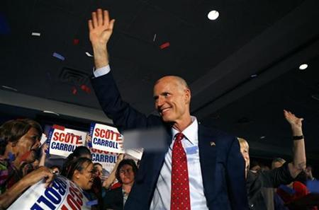 Florida Republican gubernatorial candidate Rick Scott waves to the crowd near the end of his victory rally in Ft Lauderdale, Florida, November 3, 2010. REUTERS/Andrew Innerarity
