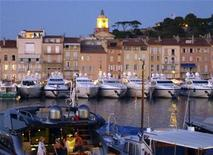 <p>Docked luxury yachts are seen in Saint-Tropez harbour on the French Riviera July 30, 2010. REUTERS/Charles Platiau</p>