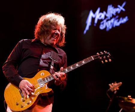 Northern Irish musician Gary Moore performs at the 42nd Montreux Jazz Festival July 7, 2008. REUTERS/Valentin Flauraud