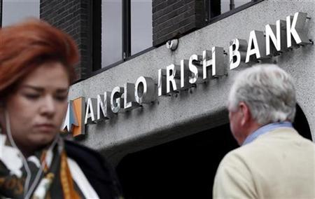 Pedestrians walk past a branch of Anglo Irish Bank in Dublin, September 30, 2010. REUTERS/Cathal McNaughton