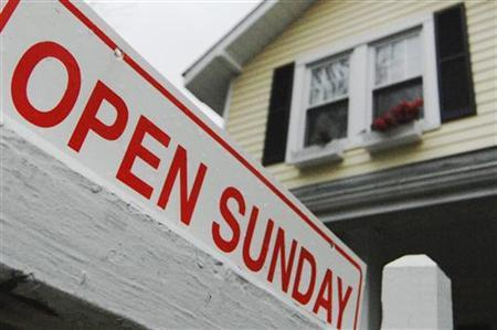 A sign advertises an open house for sale in Alexandria, Virginia April 6, 2008. REUTERS/Jonathan Ernst