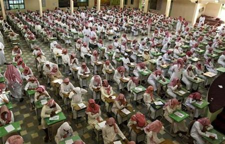 Secondary school students sit for an exam at the Abu Baker Al Arabi government school in Riyadh June 20, 2010. REUTERS/Fahad Shadeed