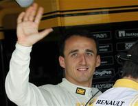 """<p>Piloto da Renault Robert Kubica durante sessão de treino no GP da Hungria. As equipes da Fórmula 1 usaram seus carros para mandar uma mensagem de """"melhore logo"""" a Kubica, e o piloto polonês deixou a UTI quatro dias após ter sofrido um grave acidente numa prova de rali. 30/07/2010 REUTERS/Leonhard Foeger</p>"""