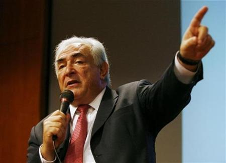 Managing Director of the International Monetary Fund (IMF) Dominique Strauss-Kahn speaks at The Global Economic Outlook and Asia's Role in the Global Economy talk in Singapore February 1, 2011. REUTERS/Edgar Su