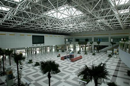 An empty departure hall at the 1995-opened Zhuhai airport August 22, 2003. REUTERS/Kin Cheung