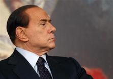 <p>Премьер-министр Италии Сильвио Берлускони в Риме 9 февраля 2011 года. Премьер-министр Италии Сильвио Берлускони не планирует уходить в отставку и обвинил оппозицию в организации демонстраций на выходных. REUTERS/Tony Gentile</p>