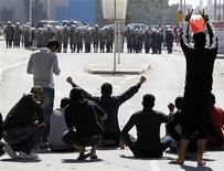 """<p>Участники демонстрации в Манаме 14 февраля 2010 года. Полиция Бахрейна применила слезоточивый газ для разгона собравшихся на похороны мужчины, погибшего во время антиправительственных выступлений на """"Дне ярости"""" днем ранее, и в результате последних столкновений застрелен еще один человек, сообщили очевидцы. REUTERS/Hamad I Mohammed</p>"""