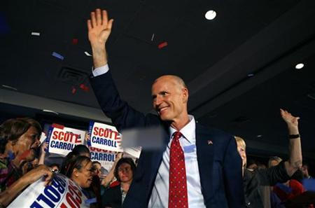 Republican Rick Scott waves to the crowd near the end of his victory rally in Ft Lauderdale, Florida, November 3, 2010. REUTERS/Andrew Innerarity