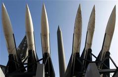<p>Северокорейская ракета Scud-B (в центре) в музее в Сеуле, 24 декабря 2010 года. Спутниковые снимки показали, что Северная Корея, скорее всего, завершила строительство второго комплекса для запуска ракет дальнего действия, сказал эксперт в четверг. REUTERS/Jo Yong-Hak</p>