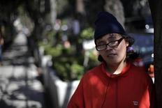 <p>Estibalis Chávez é vista diante da embaixada britânica na Cidade do México, 17 de fevereiro de 2011. REUTERS/Jorge Dan Lopez</p>