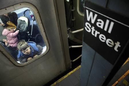 A boy presses his face against the glass of a subway car at the Wall Street subway in New York March 25, 2009.  REUTERS/Eric Thayer/Files