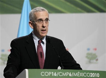 U.S. Special Envoy for Climate Change Todd Stern gives a speech during a plenary session at the Moon Palace, where climate talks are taking place, in Cancun December 9, 2010. REUTERS/Henry Romero