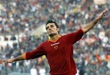 """<p>Винченцо Монтелла из """"Ромы"""" во время игры против """"Катании"""", 19 ноября 2006 года. Винченцо Монтелла будет возглавлять """"Рому"""" до конца нынешнего сезона в итальянской Серии А, сообщил в понедельник римский клуб. REUTERS/Giampiero Sposito</p>"""