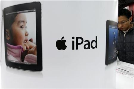 A shopper looks at an Apple Inc iPad at an electronic shop in Tokyo December 27, 2010. REUTERS/Issei Kato