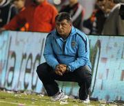 <p>Treinador do Boca Juniors, Claudio Borghi, assiste a primeira partida do time na primeira divisão argentina, contra o River Plate em Buenos Aires, em 16 de novembro de 2010. REUTERS/Enrique Marcarian</p>