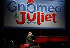 <p>Musician Elton John performs at the premiere of Gnomeo & Juliet in Hollywood, California on January 23, 2011. REUTERS/Jason Redmond</p>