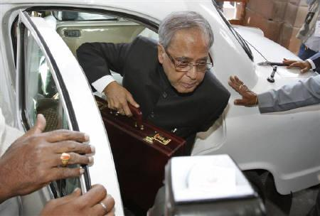 Finance Minister Pranab Mukherjee arrives at the parliament to present the 2011/12 federal budget in New Delhi February 28, 2011. REUTERS/B Mathur