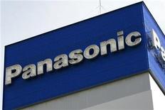 """<p>Foto de archivo del logo de la firma Panasonic en su casa matriz en Tokio, dic 10 2008. El fabricante japonés de aparatos electrónicos Panasonic comunicó el martes que suspendió su proyecto de desarrollar una consola portátil de juegos, provisionalmente llamada """"Jungle"""". REUTERS/Stringer</p>"""
