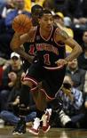 """<p>Игрок """"Чикаго"""" Деррик Роуз во время матча в Индианаполисе 14 января 2011 года. """"Чикаго"""" продолжил движение к вершине турнирной таблицы Восточной конференции, обыграв """"Вашингтон"""" со счетом 105-77 в матче регулярного чемпионата Национальной баскетбольной ассоциации в понедельник вечером. REUTERS/Brent Smith</p>"""