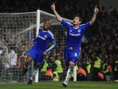 Chelsea's Frank Lampard (R) celebrates after scoring a penalty against Manchester United during their English Premier League football match at Stamford Bridge in London, March 1, 2011. REUTERS/Eddie Keogh