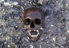 <p>An undated photot od a skeleton of a child who died in the 18th century found on the Thames foreshore. REUTERS/Nick Stevens</p>