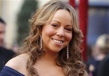 """<p>Mariah Carey chega aos Oscars de 2010, em Hollywood. A cantora é possível candidata para se juntar a Simon Cowell na versão americana de """"The X Factor"""". 07/03/2010 REUTERS/Brian Snyder</p>"""