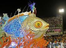 <p>Carro da União da Ilha do Governador, que abriu a última noite de desfiles no Rio de Janeiro. REUTERS/Sergio Moraes</p>