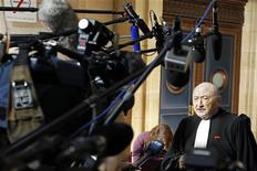 <p>Georges Kiejman legale dell'ex presidente francese Jacques Chirac oggi al processo di Parigi. REUTERS/Charles Platiau</p>