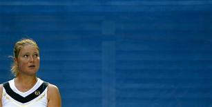 <p>Теннисистка Динара Сафина во время игры с Ким Клейстерс в Мельбурне, 18 января 2011 года. Россиянки Екатерина Макарова, Анна Чакветадзе и Динара Сафина преодолели барьер первого круга на турнире Indian Wells, проходящем в США. REUTERS/Petar Kujundzic</p>