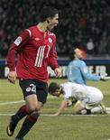 <p>Eden Hazard, do Lille, comemora gol contra o Valenciennes durante partida pelo campeonato francês em Villeneuve d'Ascq. 13/03/2011 REUTERS/Victor Gallo</p>