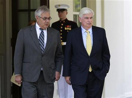 Chairman of the Senate Banking Committee Christopher Dodd (D-CT) and Rep. Barney Frank (D-MA) walk outside the West Wing of the White House in Washington, May 21, 2010 following their private meeting with U.S. President Barack Obama. REUTERS/Jason Reed