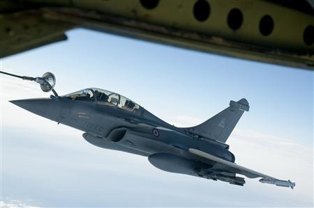 A French Rafale fighter jet takes on fuel, in this photo released March 20, 2011 by ECPAD (French Defence communication and audiovisual production agency), during an airborne operation March 19, 2011 during the initial French attacks on Libya. REUTERS/ECPAD/SIRPA AIR/Christophe Patebaire