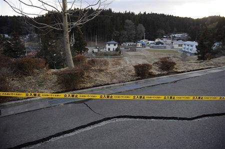 A police tape barring cars and people from entering, is placed across an area in Ono, Fukushima prefecture, March 19, 2011. People are barred from entering the area due to a radiation risk after the Fukushima Dai-ichi nuclear plant that was wrecked by an earthquake and tsunami that are estimated to have killed more than 15,000 people in one prefecture alone. Picture taken March 19, 2011. REUTERS/Joe Chan
