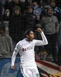 """<p>Игрок """"Марселя"""" Брандао празднует гол, забитый в ворота """"Бордо"""", в Марселе 16 января 2011 года. Нападающий """"Марселя"""" Брандао, находящийся под следствием по делу об изнасиловании, может перейти в бразильский """"Крузейру"""", сообщила французская команда в воскресенье. REUTERS/Jean-Paul Pelissier</p>"""