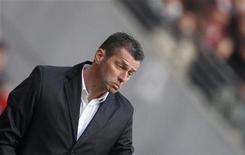 """<p>Михаэль Скиббе на стадионе во Франкфурте-на-Майне, 5 марта 2011 года. Франкфуртский """"Айнтрахт"""" уволил главного тренера Михаэля Скиббе из-за плохих результатов команды, заменив его на Кристофа Даума, сообщил клуб. REUTERS/Kai Pfaffenbach</p>"""