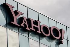 <p>Логотип Yahoo Inc на офисном здании компании в Бербанке, штат Калифорния, 14 октября 2010 года. Интернет-портал Yahoo Inc модернизировал свои поисковик, который сейчас будет автоматически предлагать пользователю варианты запросов и результаты поиска. REUTERS/Fred Prouser</p>