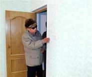 <p>Руководитель Северной Кореи Ким Чен Ир посещает новостройку, фотография опубликована информационным агентством KCNA в Пхеньяне 26 ноября 2010 года. Глава Северной Кореи Ким Чен Ир отправил $500.000 в Японию в качестве помощи своим согражданам, пострадавшим от землетрясения и цунами, сообщило официальное информационное агентство Пхеньяна в четверг. REUTERS/KCNA</p>