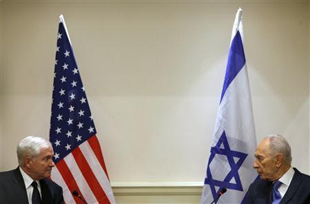 Israeli President Shimon Peres sits next to U.S. Defense Secretary Robert Gates during their meeting in Tel Aviv, March 24, 2011. REUTERS/Nir Elias