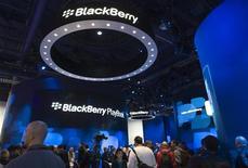 <p>Le fabricant du Blackberry, Research In Motion, a publié une prévision plus faible que prévu en raison des lourds investissements consacrés au lancement de sa tablette PlayBook, après avoir fait état d'un résultat trimestriel supérieur aux attentes. /Photo prise le 7 janvier 2011/REUTERS/Steve Marcus</p>