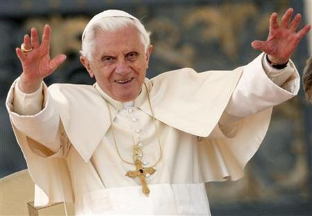 Pope Benedict XVI waves at the end of his weekly audience in St. Peter's Square at the Vatican March 23, 2011. REUTERS/Alessia Pierdomenico