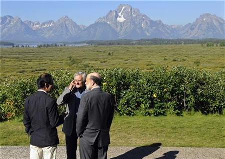 Bank of Japan Governor Masaaki Shirakawa (L), European Central Bank President Jean-Claude Trichet (C) and U.S. Federal Reserve Chairman Ben Bernanke talk outside the Jackson Lake Lodge during a break in the Federal Reserve's Jackson Hole Economic Symposium in Jackson Hole, Wyoming, August 21, 2009. REUTERS/Price Chambers