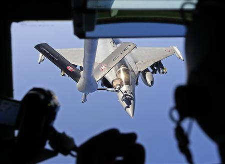 A French Rafale fighter jet refuels with an airborne Boeing C-135 refuelling tanker aircraft from the Istres military air base during a refuelling operation above the Mediterranean Sea March 25, 2011. REUTERS/Jean-Paul Pelissier