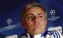 """<p>Тренер """"Реала"""" Жозе Моуринью на пресс-конференции в Мадриде 15 марта 2011 года. Жозе Моуринью был в шаге от того, чтобы возглавить национальную сборную Англии в 2007 году после отставки из лондонского """"Челси"""", сообщил в понедельник португальский тренер. REUTERS/Sergio Perez</p>"""