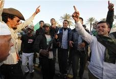 <p>Libyans loyal to Libya's leader Muammar Gaddafi chant slogans and dance in front of Bab Al-Aziziyah, Gaddafi's heavily fortified compound, in Tripoli March 27, 2011. REUTERS/Zohra Bensemra</p>