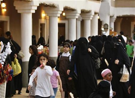 Veiled Saudi women visit the Al Masukef cultural festival, in Qaseem 350 km (217 miles) north of Riyadh April 14, 2010. REUTERS/Fahad Shadeed